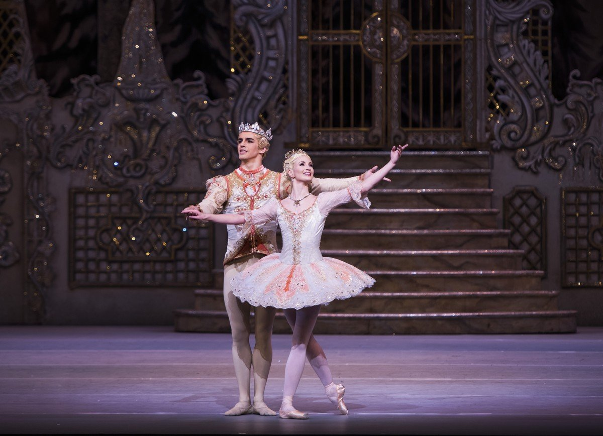 The Nutcracker. Lauren Cuthbertson as The Sugar Plum Fairy, Federico Bonelli as The Prince © ROH, Tristram Kenton, 2015 (2)
