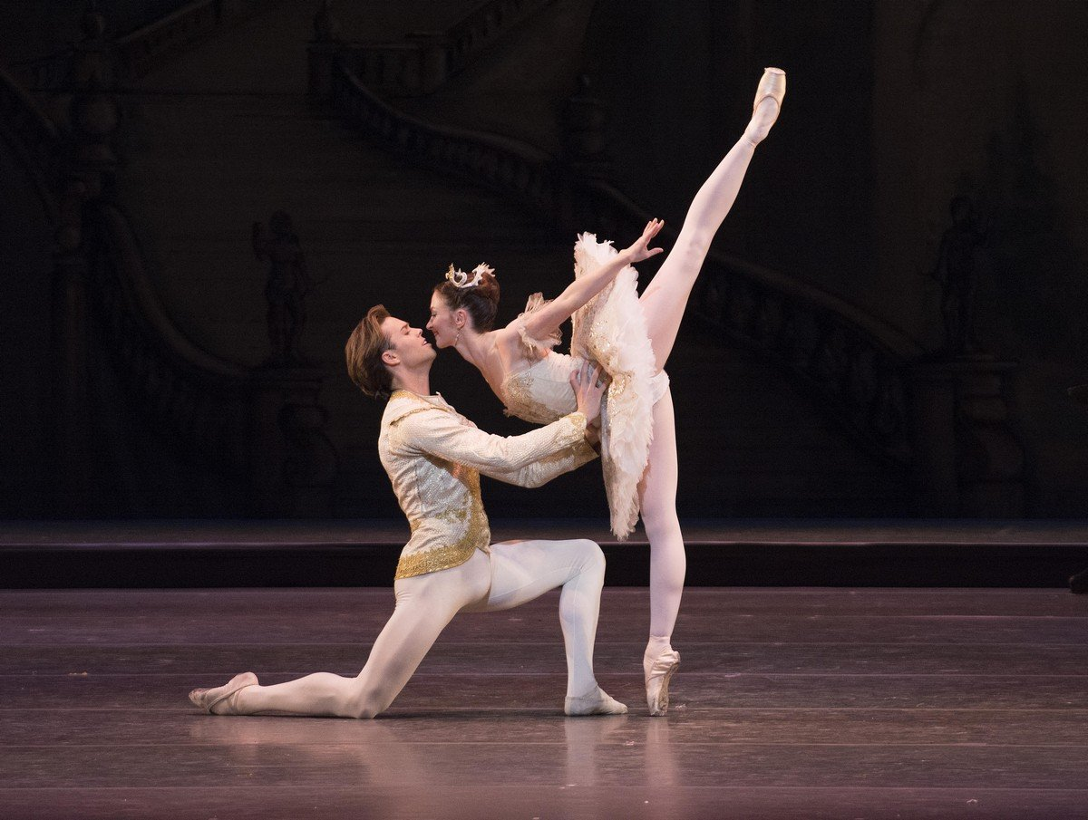 The Sleeping Beauty. Matthew golding as Prince Florimund, Lauren Cuthbertson as Princess Aurora © ROH, Tristram Kenton, 2014
