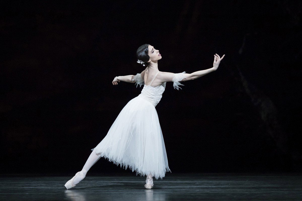 Yasmine Naghdi as Giselle in Giselle, The Royal Ballet © 2018 ROH. Photographed by Helen Maybanks