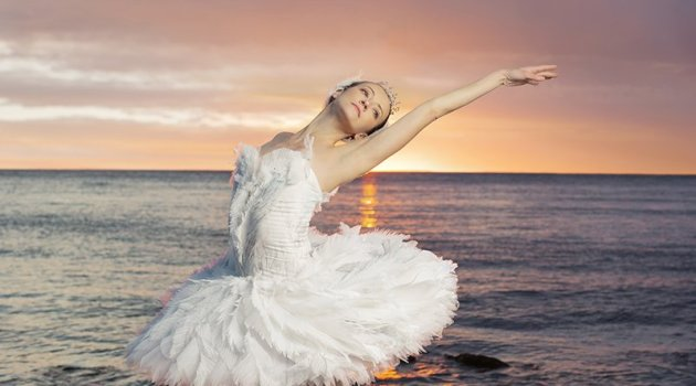 Swan-Lake-National-Ballet-of-Canada