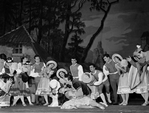 1950 Yvette Chauviré and Giulio Perugini photo Erio Piccagliani-01