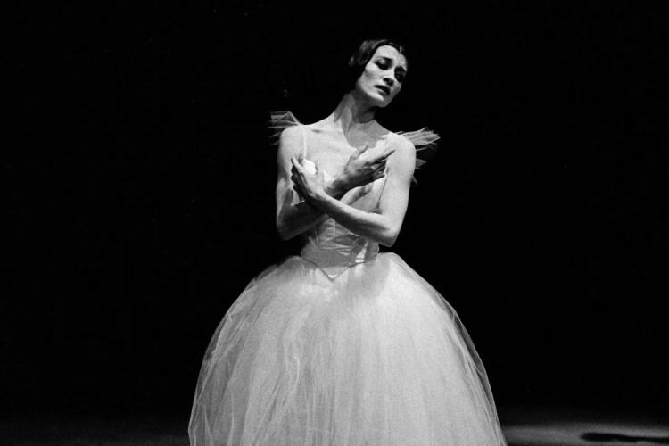 Carla Fracci 1964 Giselle photo Erio Piccagliani crop