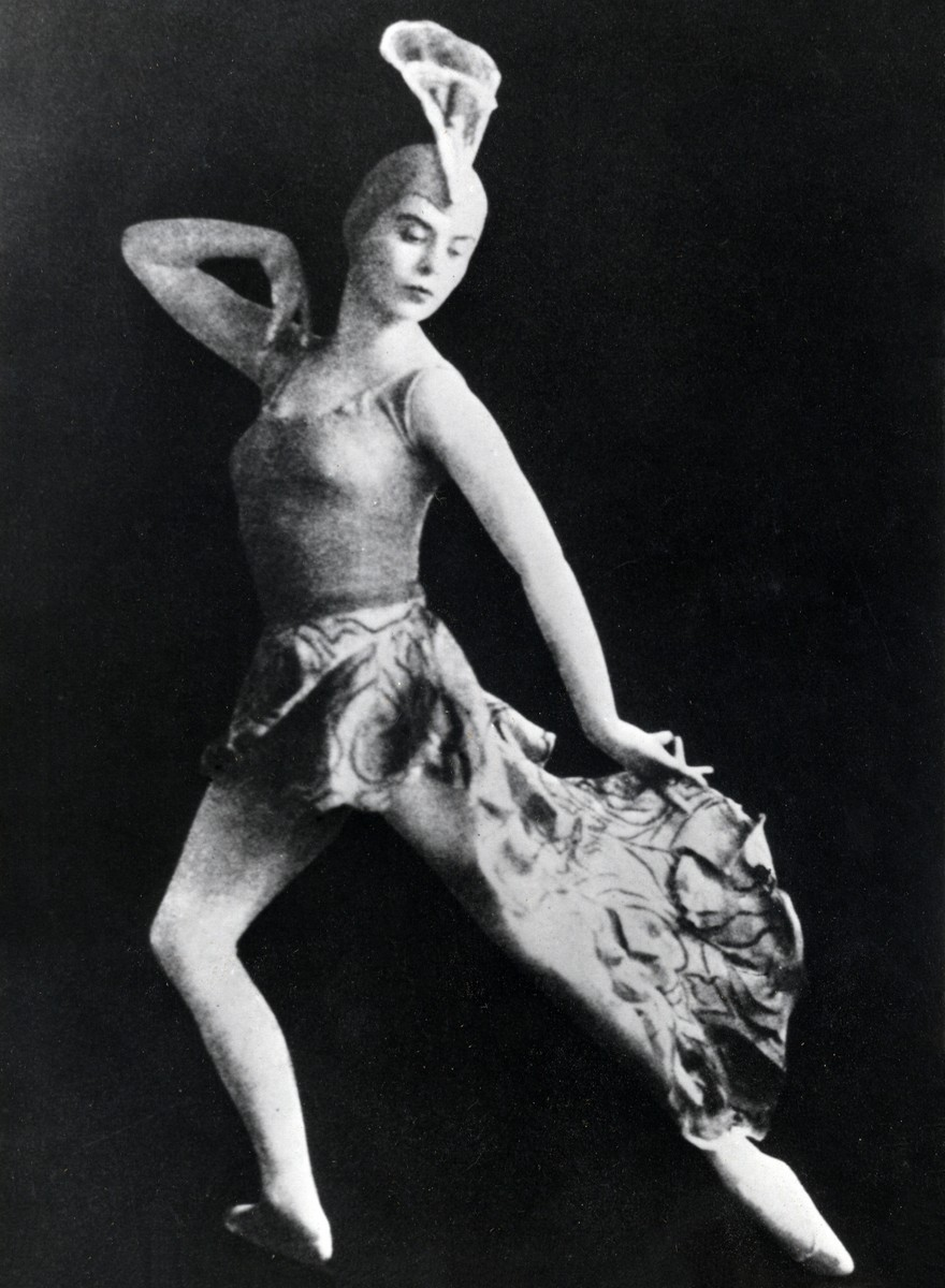 Ninette de Valois in her solo Pride (1927), in a costume designed by Vivienne Bennett. Photo by Hana. © The Royal Ballet School Special Collections