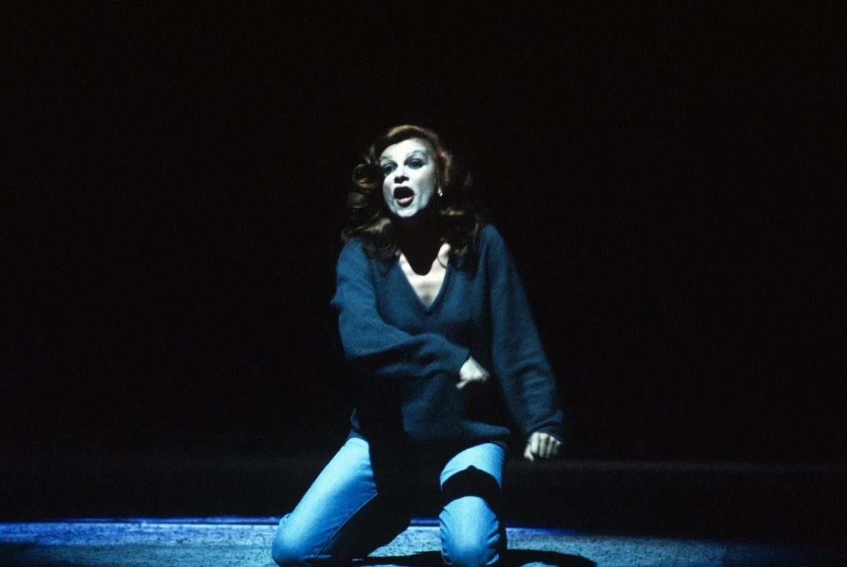 1982 La vera storia, photo by Lelli e Masotti © Teatro alla Scala