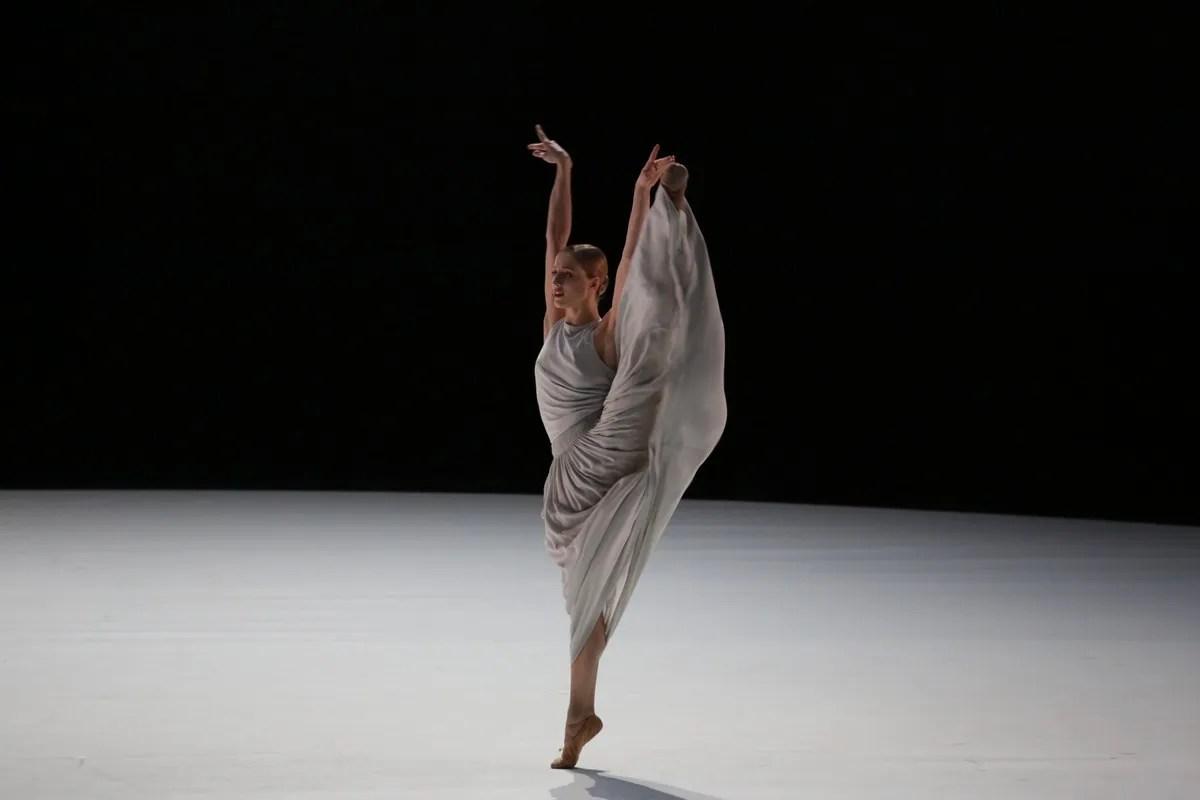 Virna Toppi in Aszure Barton's Mahler 10, photo by Brescia e Amisano, Teatro alla Scala