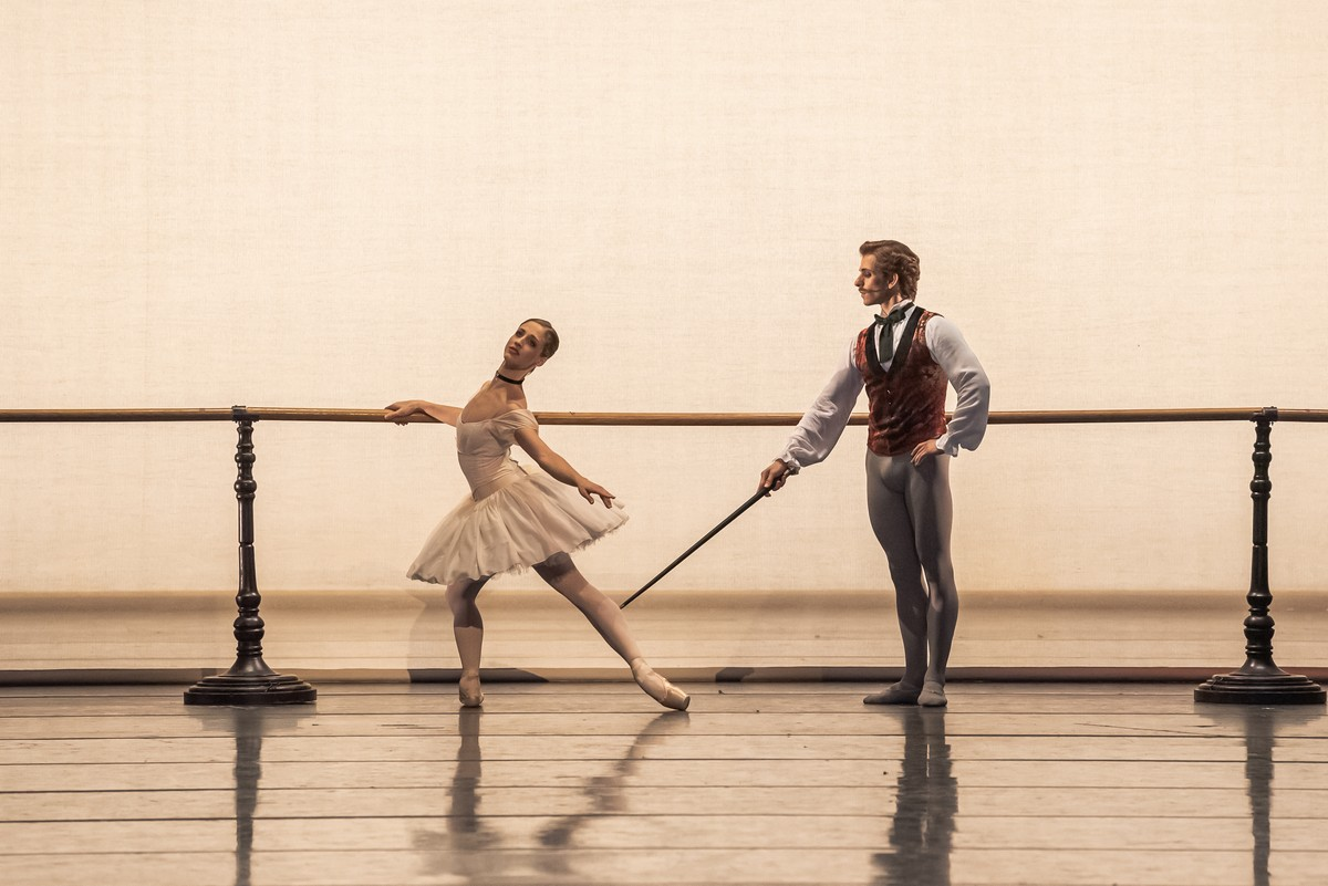 Virna Toppi in John Neumeier's Nutcracker, photo by Gherchiu Serghei, Bavarian State Ballet 2019