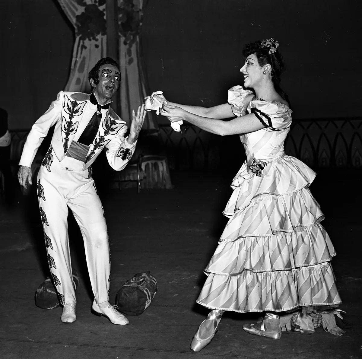 1949 Gaîté parisienne with Leonide Massine, photo by Erio Piccagliani © Teatro alla Scala