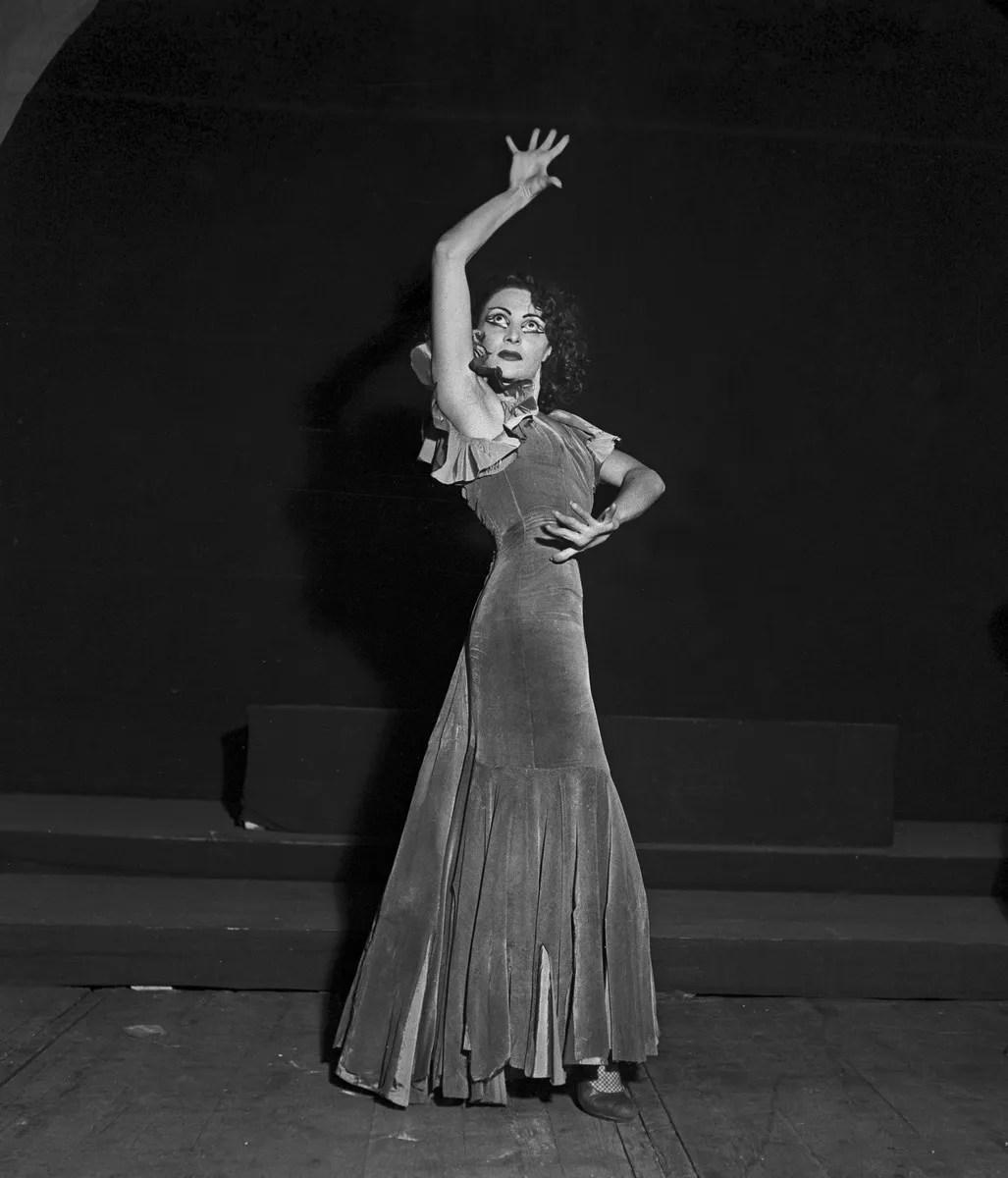 1951 Luciana Novaro in Boléro, photo by Erio Piccagliani © Teatro alla Scala