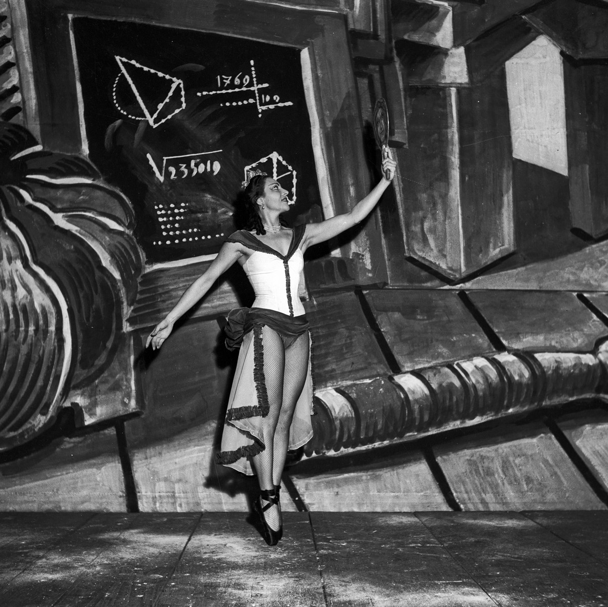 1951 Luciana Novaro in Vita dell'uomo, photo by Erio Piccagliani © Teatro alla Scala