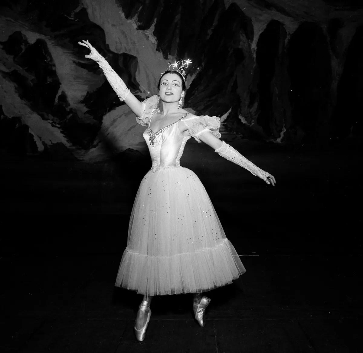 1953 Luciana Novaro in Le Baiser de la fée, photo by Erio Piccagliani © Teatro alla Scala