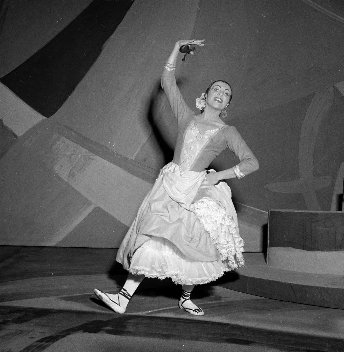1955 Luciana Novaro in España, photo by Erio Piccagliani © Teatro alla Scala