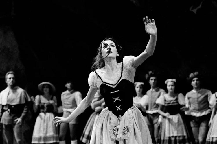 Giselle with Carla Fracci, photo by Erio Piccagliani © Teatro alla Scala 1964