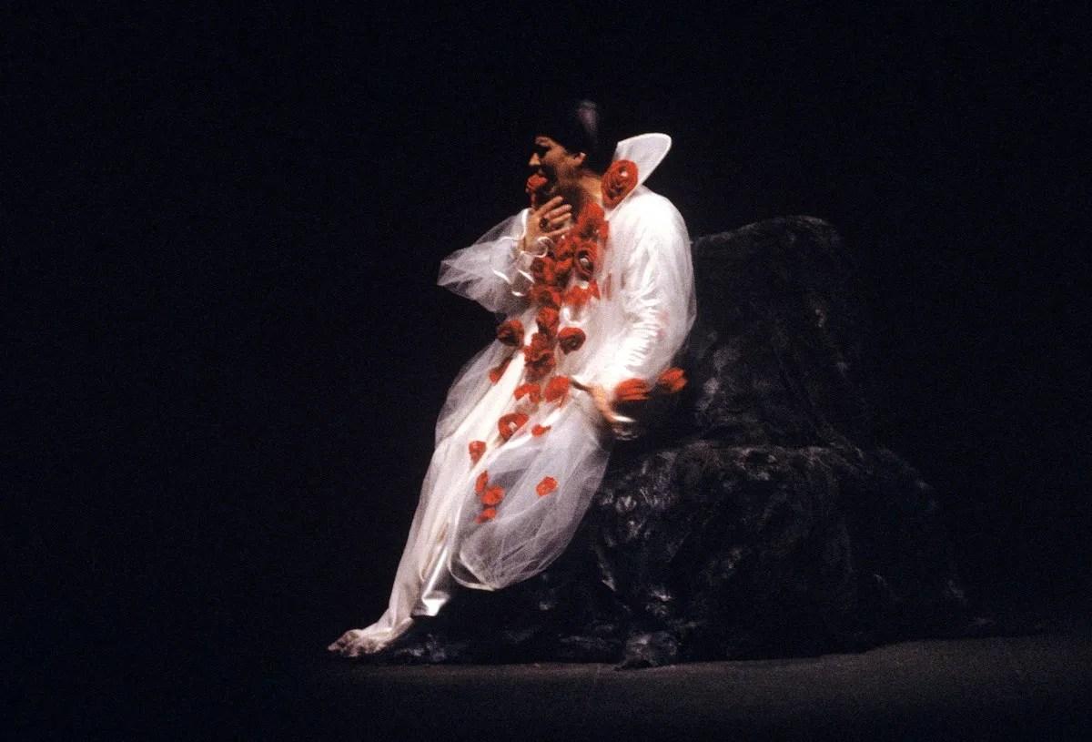 Janis Martin, Erwartung, 1980, costume by Giorgio Armani - photo Lelli e Masotti © Teatro alla Scala