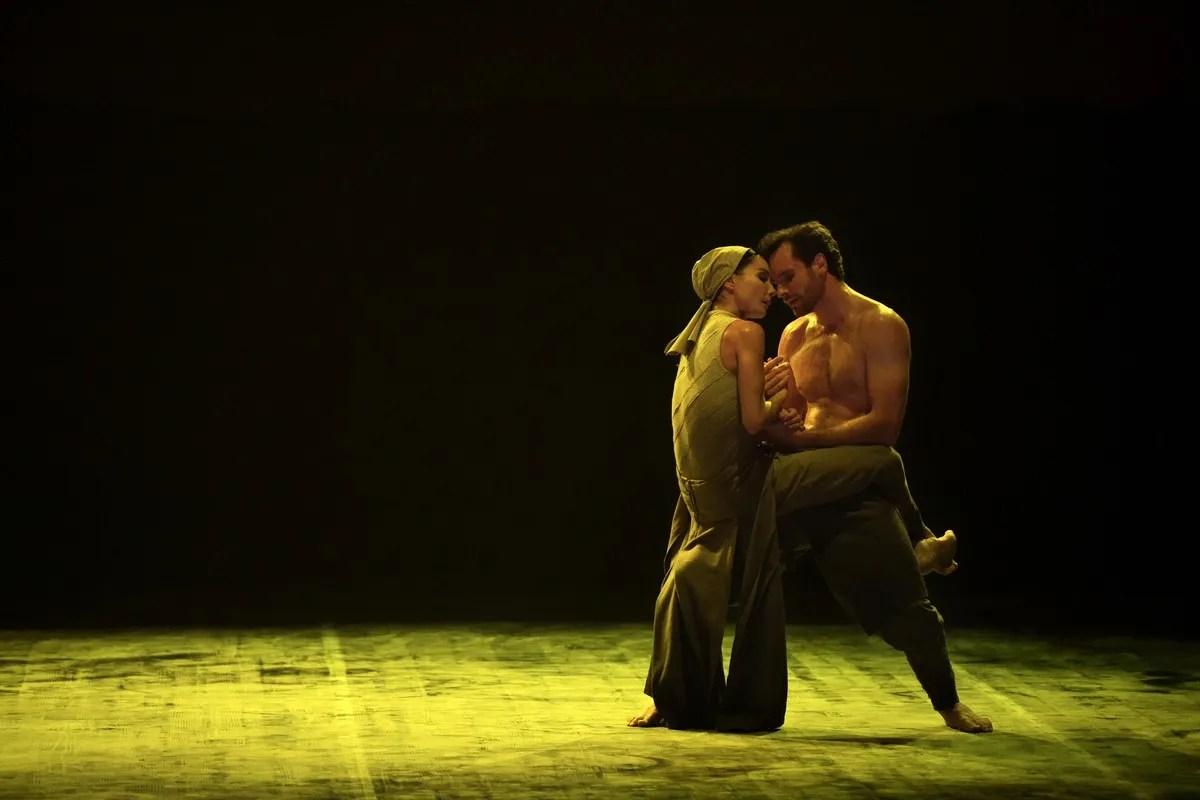 Tamara Rojo and James Streeter in Dust by Akram Khan © Laurent Liotardo 2