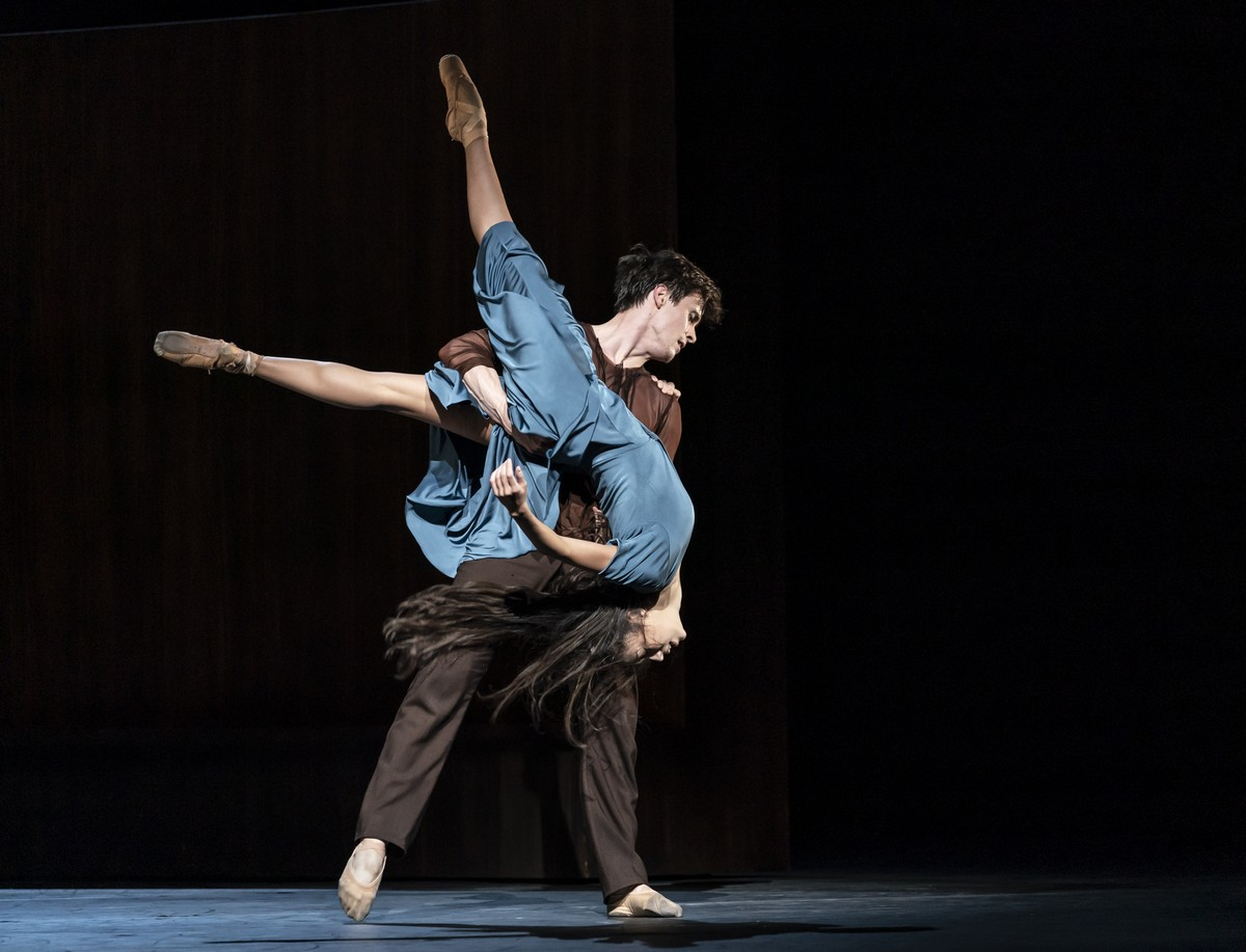 Beatriz Stix-Brunell and Calvin Richardson in The Celist photo by Bill Cooper ROH