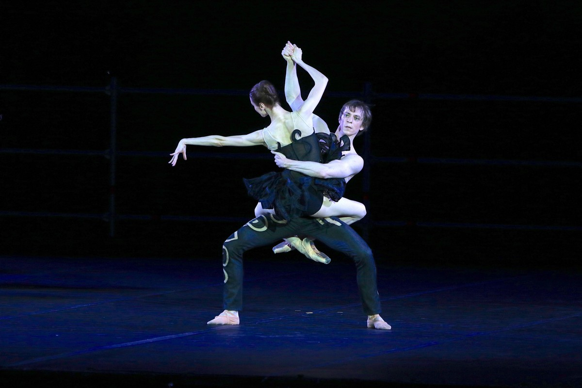 Project Handel from Pas de deux for Toes and Fingers, photo by Marcello Orselli, Teatro Carlo Felice - 369