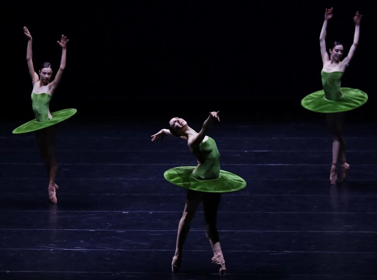 THE VERTIGINOUS... Agnese Di Clemente, Martina Arduino, Gaia Andreanò, photo by Brescia e Amisano ©Teatro alla Scala