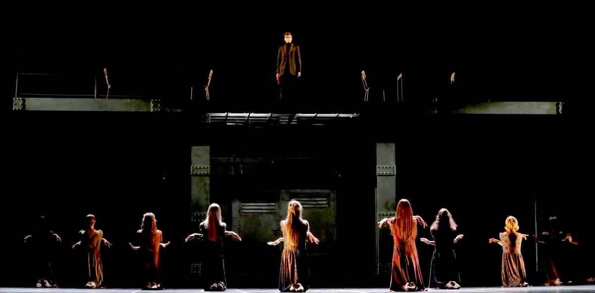 Madina - 33 - Fabrizio Falco and the corps de ballet, photo by Brescia e Amisano ©Teatro alla Scala