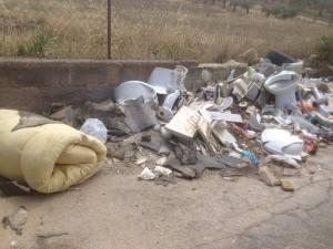 Contrada Bisamore rifiuti