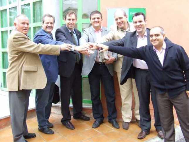 Los Alcaldes de Iznalloz, Armilla, Jun y el Director General del Consorcio Fernando de Los Rios firman la IPTV municipal