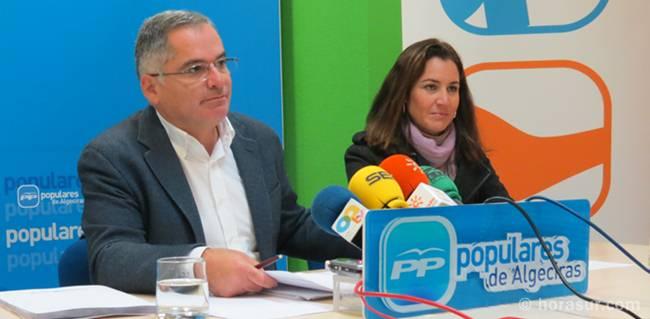 Jacinto-Muñoz-y-Paula-Conesa-durante-la-rueda-de-prensa