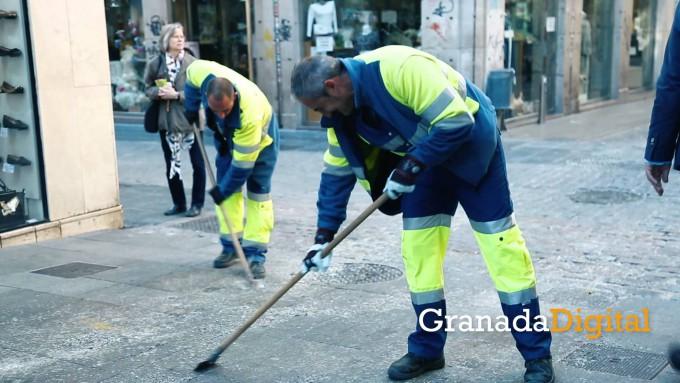 Inagra-retira-900-kg-de-cera-después-de-Semana-Santa-en-Granada