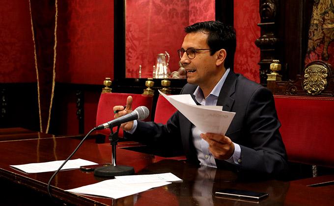 Paco Cuenca protesta trenes ave