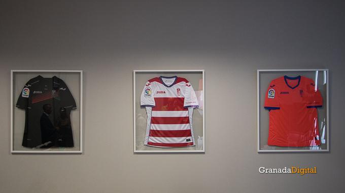 Presentación Primera equipación camiseta Granada CF rojiblanco-10