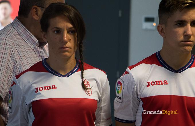 Presentación Primera equipación camiseta Granada CF rojiblanco-18