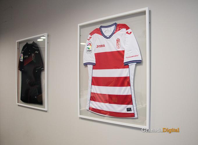 Presentación Primera equipación camiseta Granada CF rojiblanco-7
