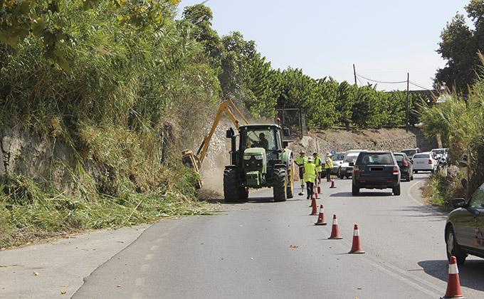 Operarios realizando trabajos de mejora en la Carretera del Candelón
