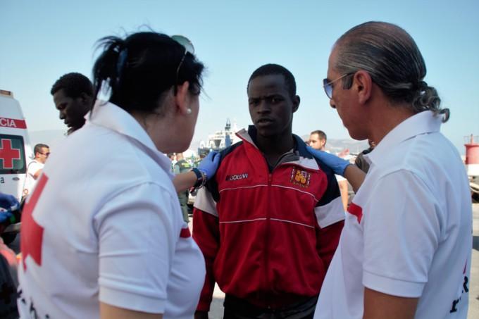 cruz-roja-motril-rescate-ayuda-inmigrantes-pateras
