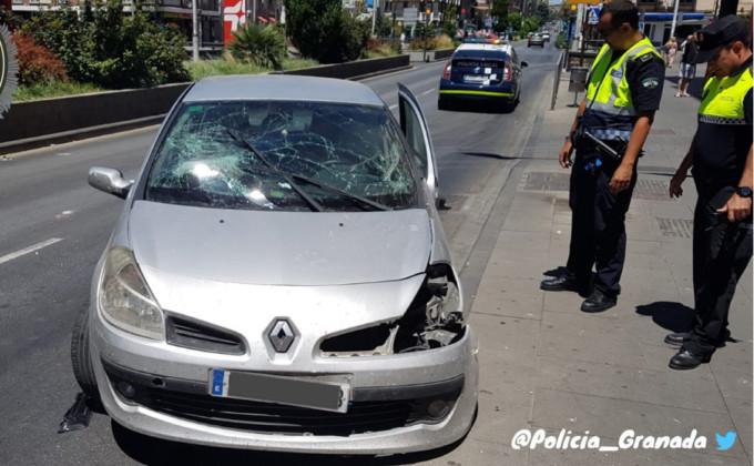 COCHE-ACCIDENTADO-POLICÍA