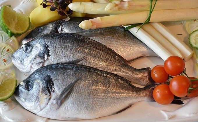 pescado y verduras