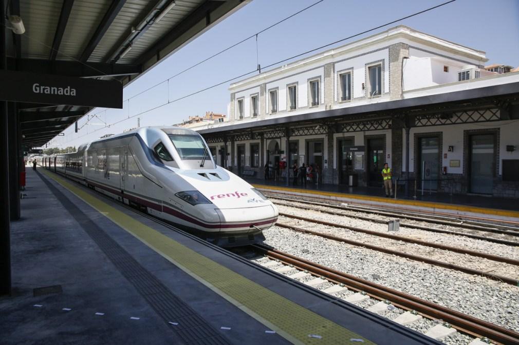 El AVE llega a Granada en la inauguración de la nueva línea de Alta Velocidad Madrid-Antequera-Granada. En la estación de Granada.