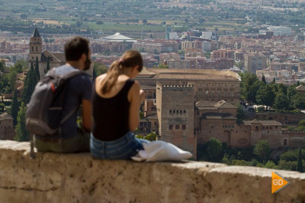 gente y turismo en Granada