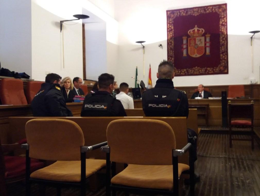 """Granada.- Tribunales.- Niega ante el jurado haber matado al joven de Santa Fe: """"Nunca he tocado una pistola"""""""