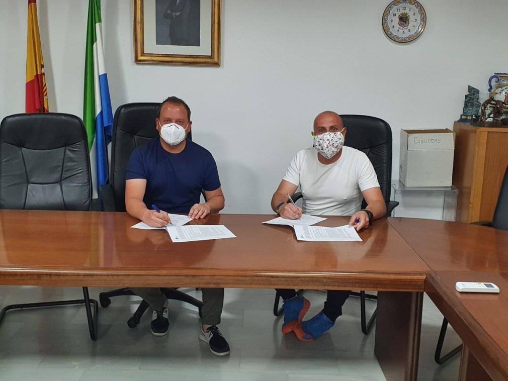 firma del acuerdo club tenis de mesa cullar vega