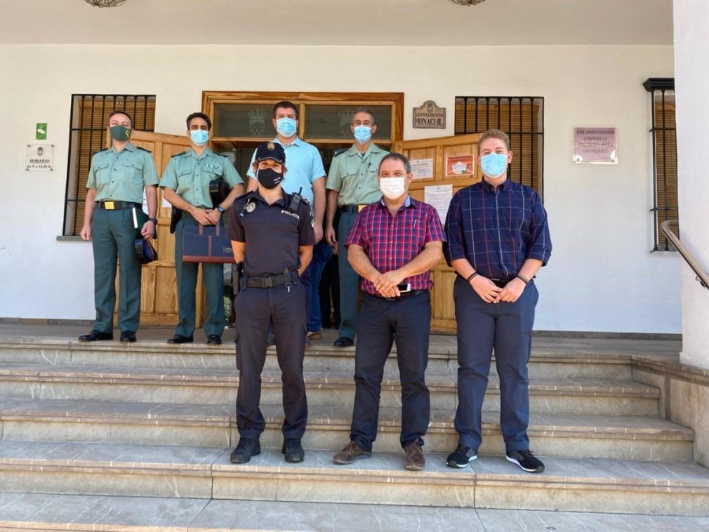 policia locla y guardia civil monachli