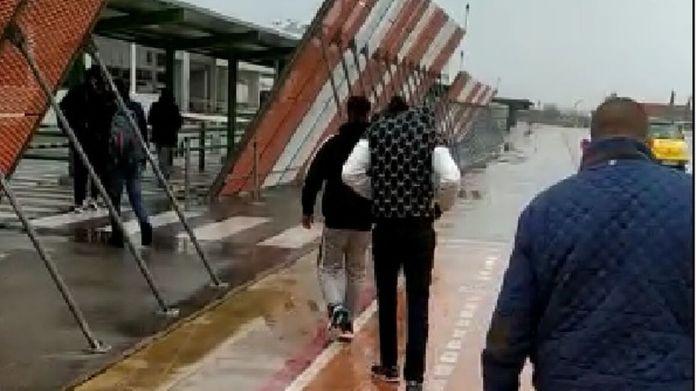 Vídeo: El Gobierno traslada a Granada en avión a los inmigrantes llegados a  Canarias