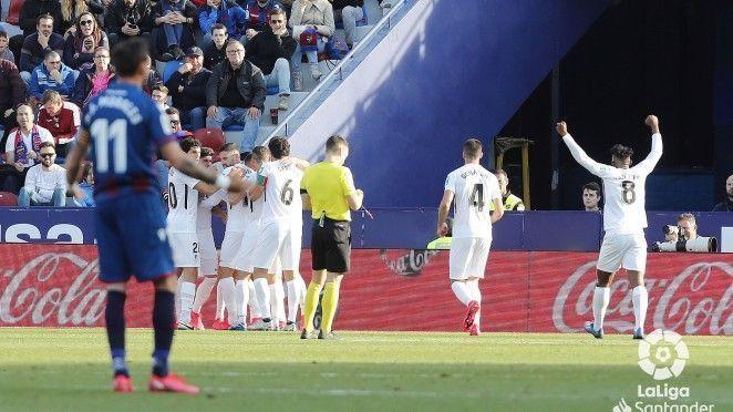 Un empate de valor y coraje para el Granada CF visitando al Levante en Valencia