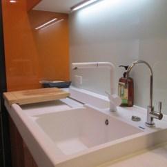 Kitchen Contractor Fluorescent Lighting 廚房水龍頭 廚房工作的起點介紹造型 同色水龍頭 格蘭登廚具 不一樣的廚房水龍頭 不一樣的廚房工作