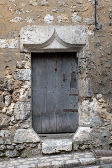 Très vielle porte en ville basse-K17_4080