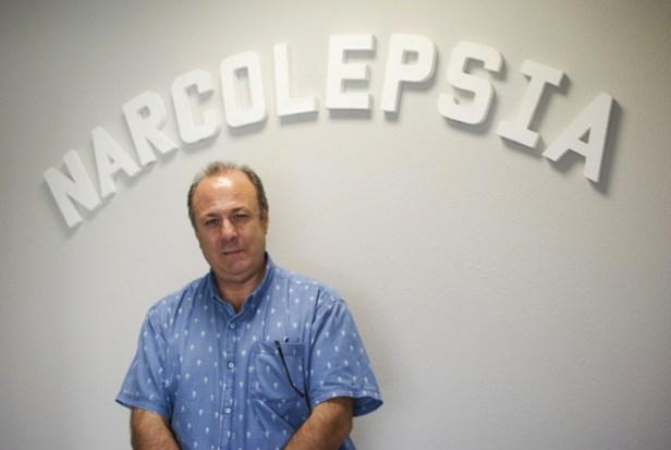 Enrique López García siempre tiene sueño debido a la narcolepsia