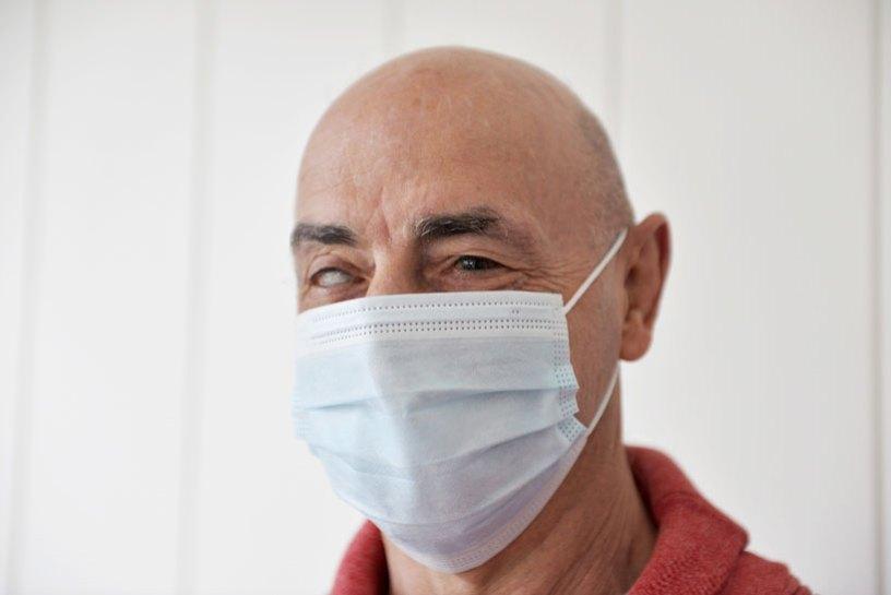 César Delgado es ciego y hace judo, pintura y escultura
