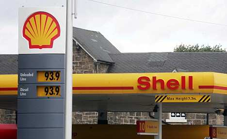 pix paul lewis; shell petrol station