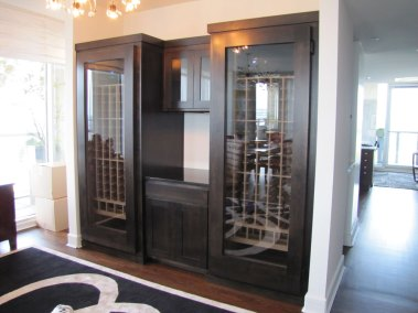 Wine Cabinet with Center Pouring Station