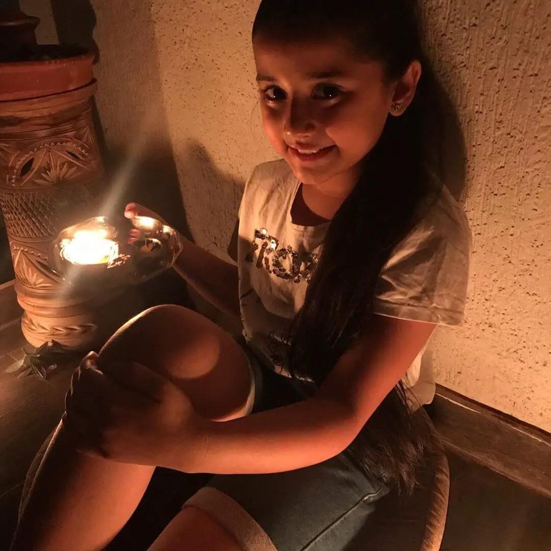 Aura Bhatnagar Badoni real age