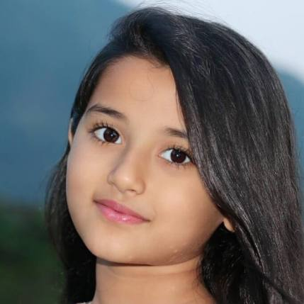 Aura Bhatnagar Badoni photos