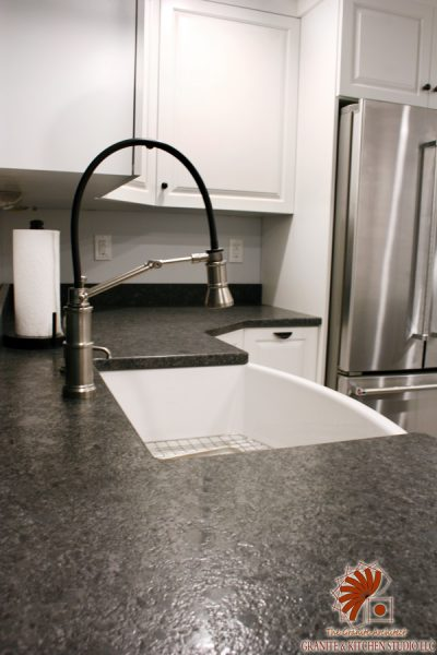 grey kitchen backsplash blinds for window white waves leathered island & steel gray ...